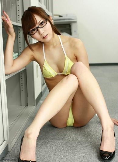 麻倉憂のビキニ写真