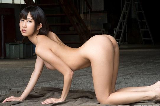 湊莉久の全裸写真