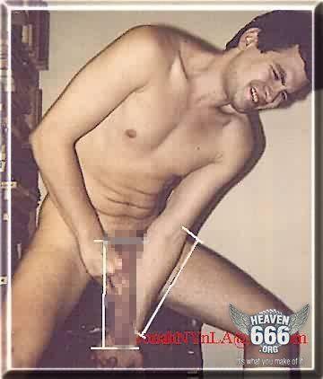 ジョナ・ファルコンの裸の写真