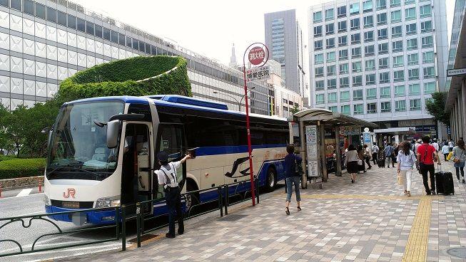 長距離バスの降車場の画像