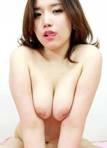 巨乳韓国人の裸