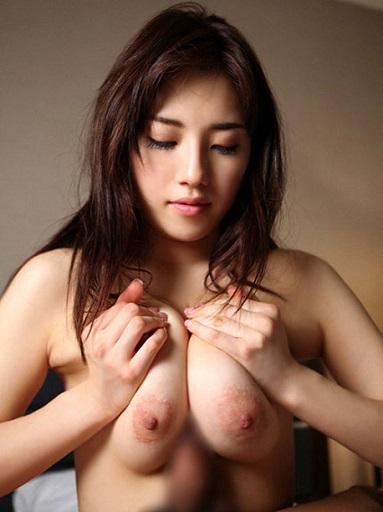 韓国デリヘル嬢のパイズリ画像
